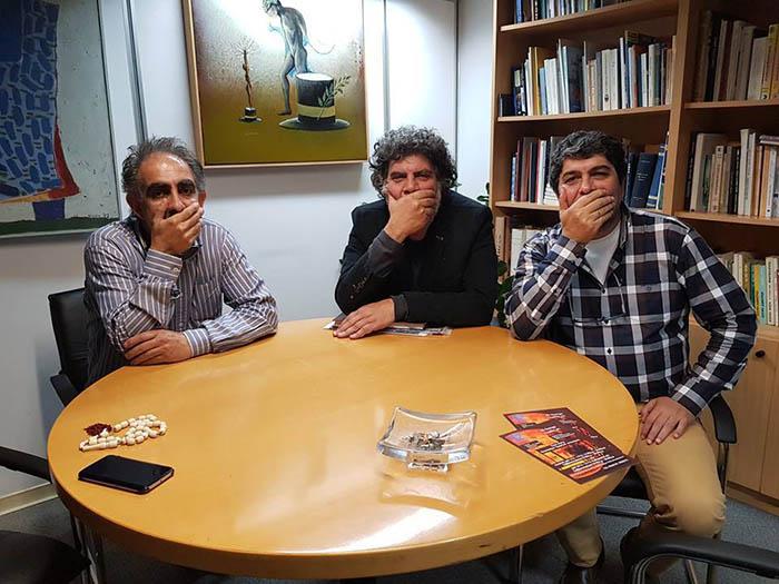 Politis journalists protest their gagging: Sotiris Paroutis, Dionisis Dionisiou and Manolis Kalatzis