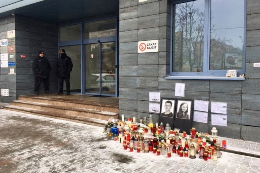 Vigil in front of the aktuality.sk offices where Ján Kuciak was working. (Photo: Flutura Kusari/ECPMF)